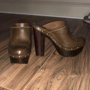 Brown platform clogs